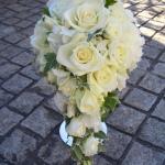 バラと小花のキャスケード