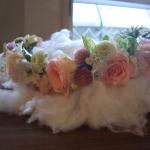 バラと小花の花かんむり